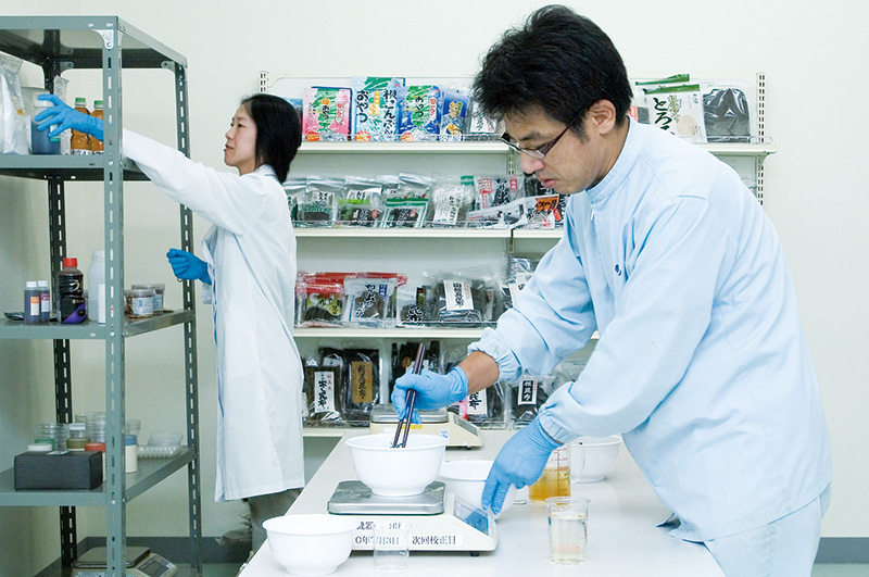 新商品の開発など、研究にも日々取り組んでいます。